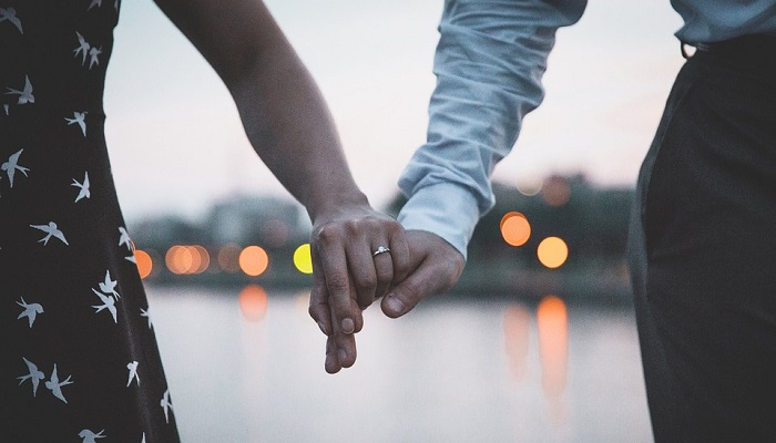 Holding Hands – Dream Meaning and Interpretation